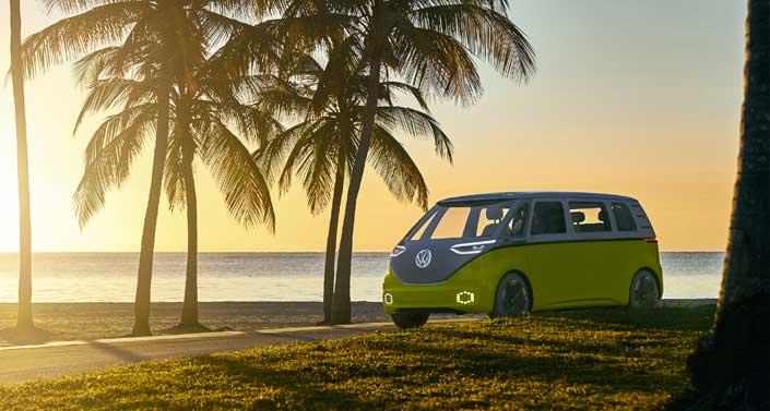 Presentación Mundial Volkswagen ID Buzz con su predecesora, una T1