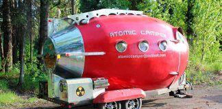 El exterior de la atomic camper.