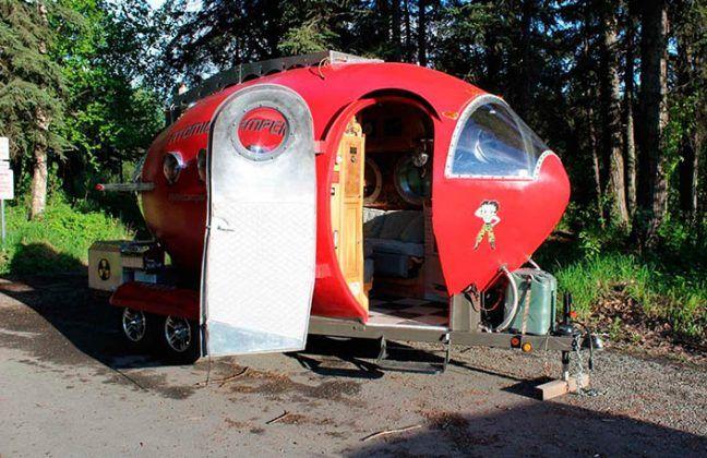 Entra en la Atomic Camper.