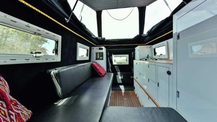 Interior del Rover Defender MDX