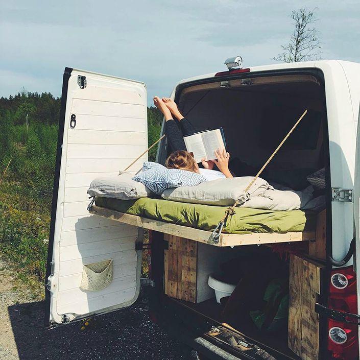 Este diseño de cama deslizante es lo mejor para tu campera van