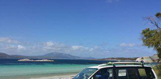furgo en la playa