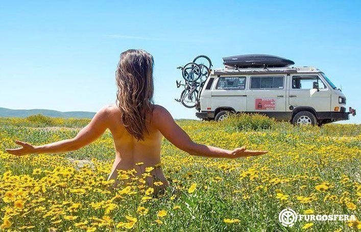 Sexo en el exterior de la furgoneta camper